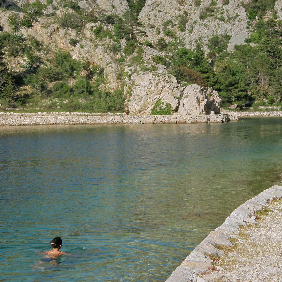 roadtrip-croatia-zavratnica-bay-jablanac-yoniquenews