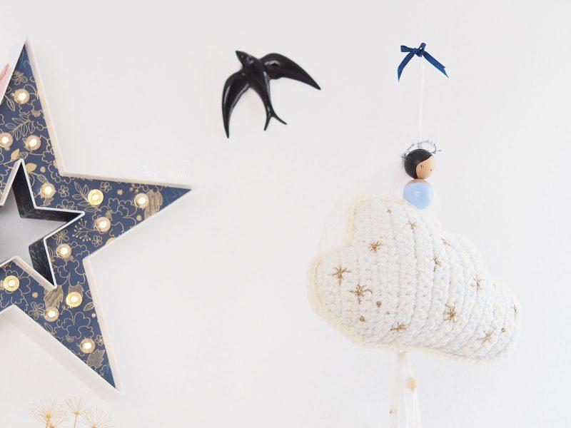suspension-nuage-etoile-cadeau-naissance-pois-plumes-laboutiquedemelimelo