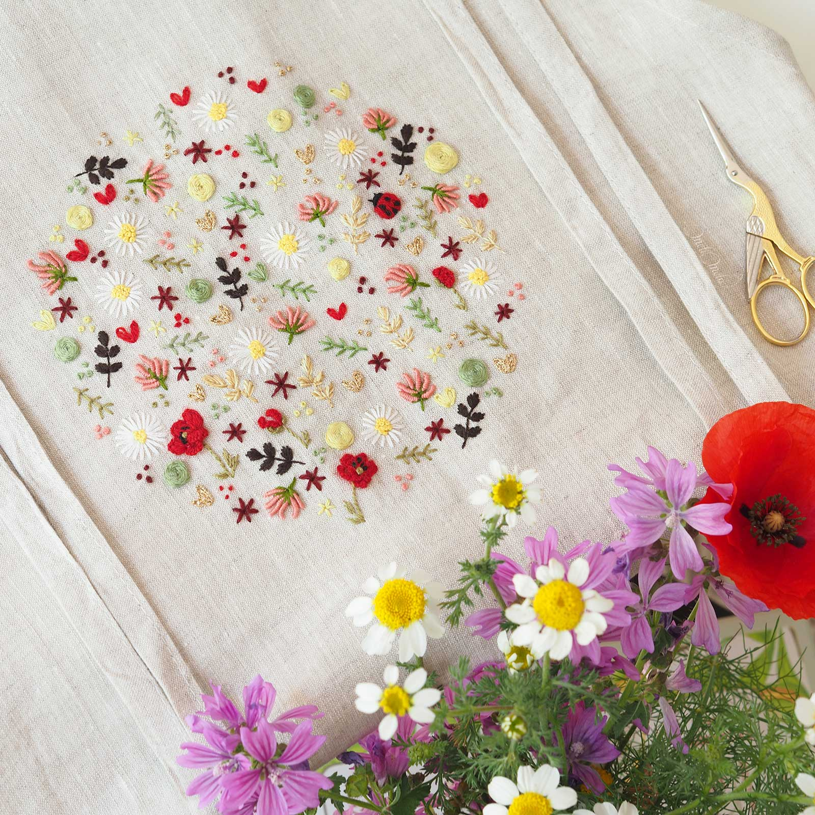 tablier-lin-broderie-coquelicot-coccinelle-trefle-laboutiquedemelimelo