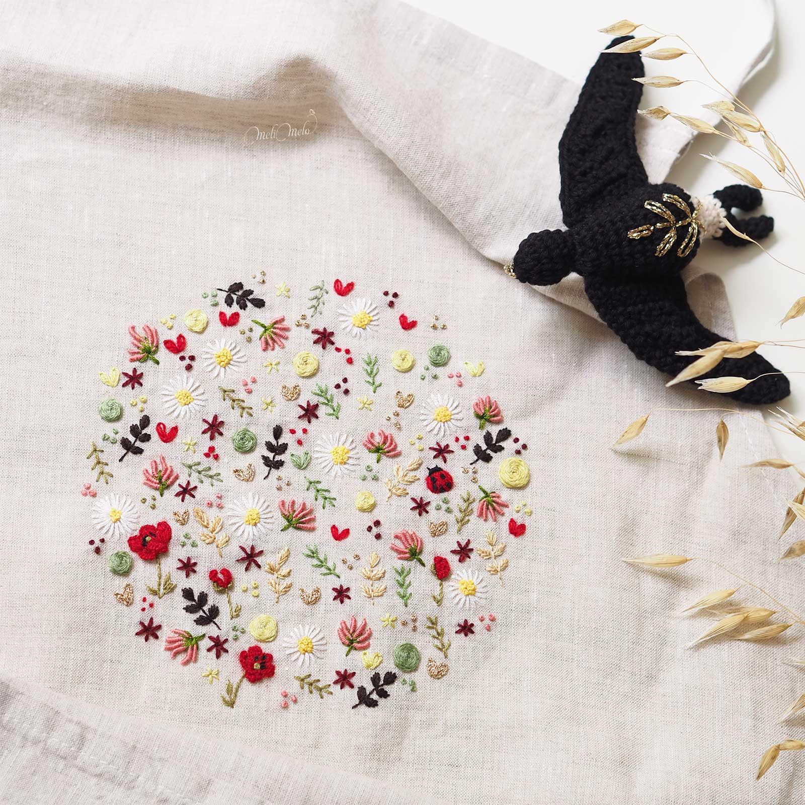 tablier-lin-broderie-fleurs-printemps-hirondelle-laboutiquedemelimelo