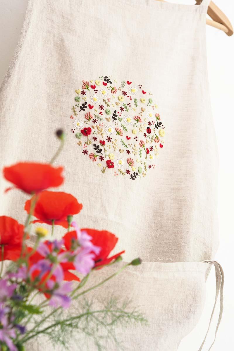tablier-lin-broderie-ronde-fleurs-printemps-laboutiquedemelimelo