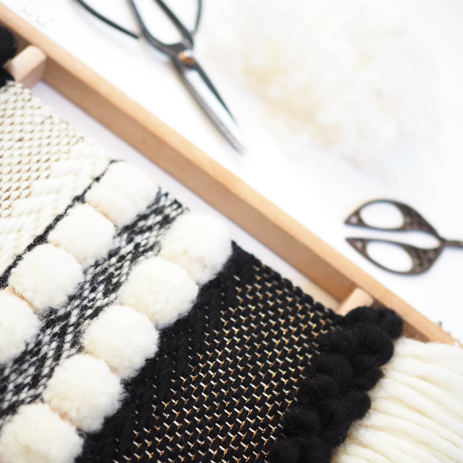 tissage en laine Reflets d'or modèle DIY tonte des pompons laboutiquedemelimelo