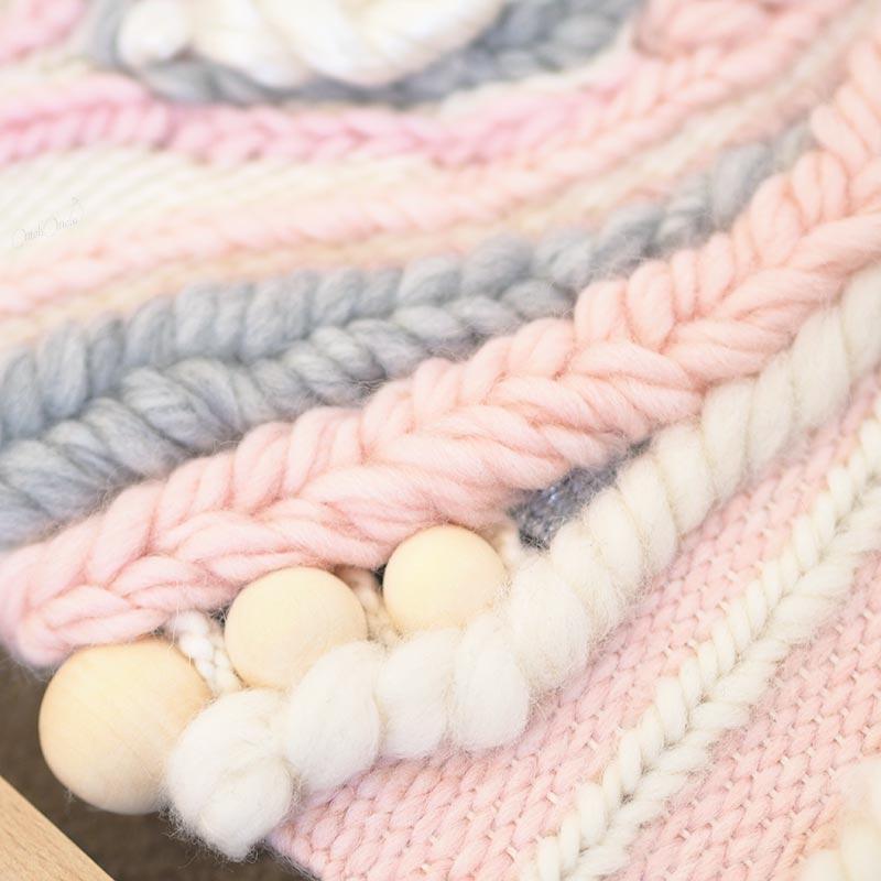 tissage laine Sweetpoom en cours tresses et perles laboutiquedemelimelo